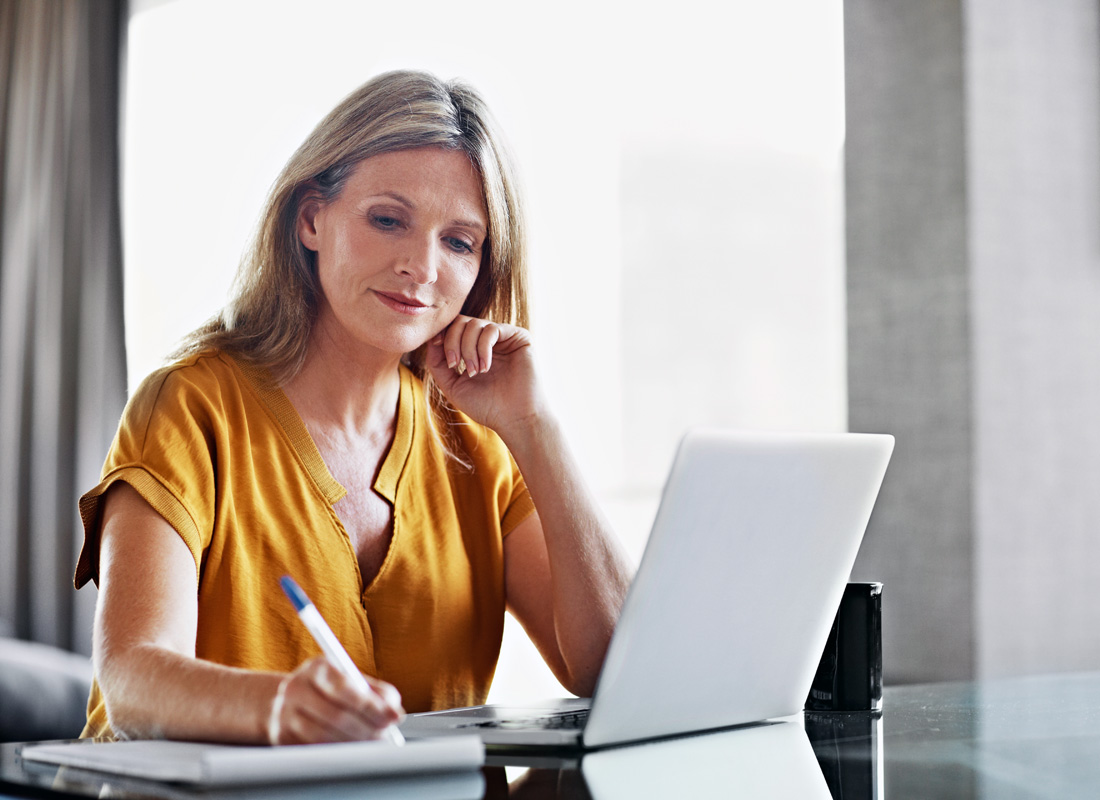 A blogger preparing her notes for her daily online journal
